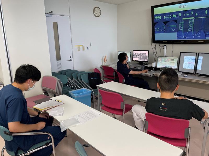 自治医科大学 整形外科学教室研修医の1日 - 7:00〜7:30 チームカンファ