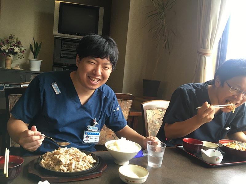 自治医科大学 整形外科学教室研修医の1日 - 12:00 昼食